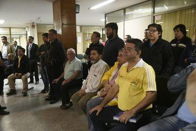 """Taxistas piden """"fusilar con balas de cañón"""" a los periodistas"""
