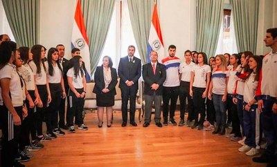 Atletas visitaron al presidente Mario Abdo Benítez