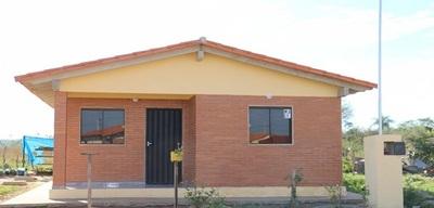 Entregan viviendas sociales a más de 60 familias
