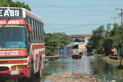 Tras descenso del río, más de 600 familias de Asunción vuelven a sus hogares