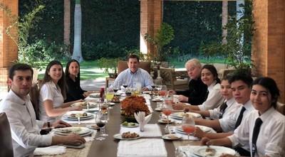 Padre Trento y HC comparten almuerzo por aniversario de la visita del Papa Francisco a Paraguay