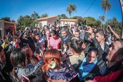 Mario Abdo se traslada a Guairá para entregar  viviendas en comunidades  indígenas