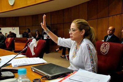 Senadora Masi admite que disminución al arancel del Tabaco no desalienta el consumo