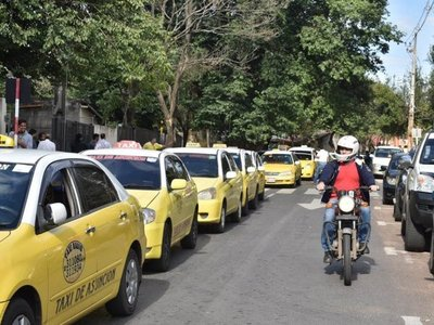 Tributación tiene bajo la lupa a taxistas, afirma viceministro