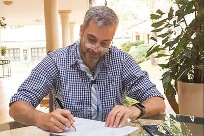 Abdo Benítez confirma a Llanes en la Corte