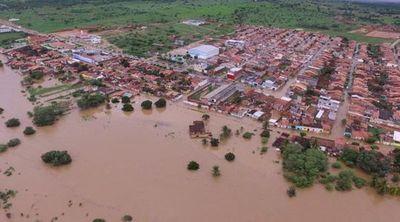 Represa en Brasil colapsa y obliga a desalojar familias