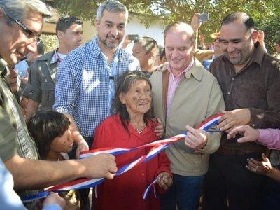 Mario Abdo inaugura 97 viviendas para comunidades indígenas