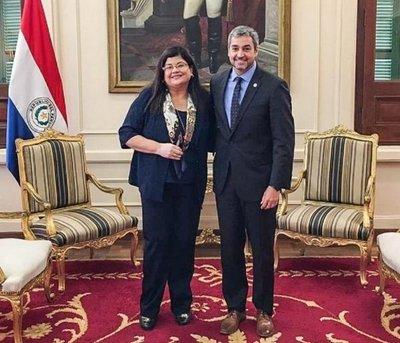 Mario Abdo confirma a Carolina Llanes como ministra de la Corte