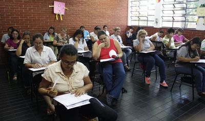 Aplazos masivos de docentes postulantes a cargos en el MEC
