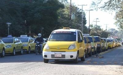 HOY / Proponen cobrar cánones a Muv y Uber, pero exoneran a los taxis