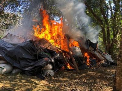 Primeras investigaciones afirman que grupos criminales brasileños operaban en campamentos desmantelados
