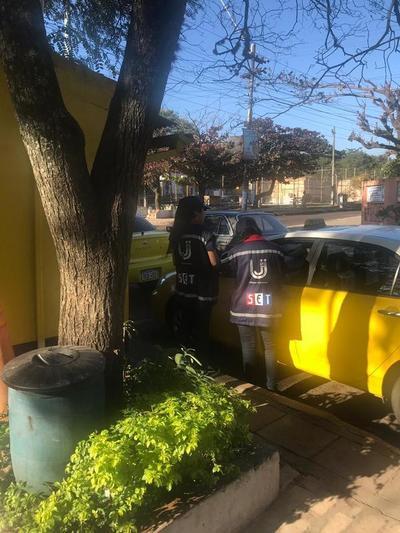 La SET continúa controles a paradas de taxis de Asunción