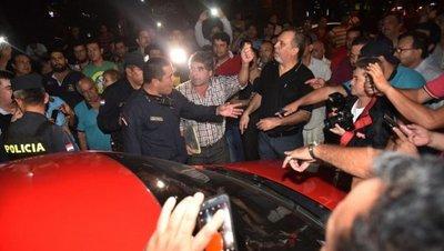Defensoría acciona contra taxistas que impiden servicios de MUV y Uber