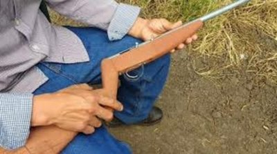 Niño manipuló rifle y falleció de un disparo