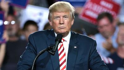 Trump confirmó que el domingo comenzarán las redadas en busca de indocumentados
