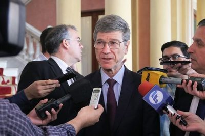 """Jeffrey Sachs: """"Paraguay debe mirar el contexto regional para renegociar Itaipú con Brasil"""""""