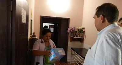 Gobernador entrega un nebulizador al centro de salud de Vallemí.
