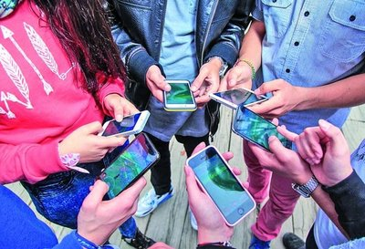 Paraguayos hiperconectados: Acceso a internet llega a 65%