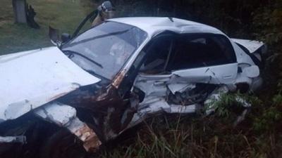 Joven muere tras perder el control de su vehículo y volcar