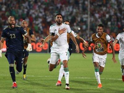 Mahrez mete a Argelia en la final en el último minuto