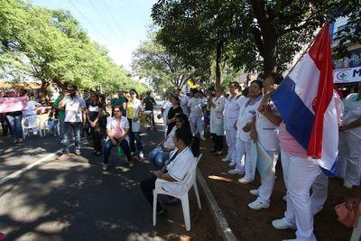 Inician huelga en Hospital de Clínicas, pero habrá servicios