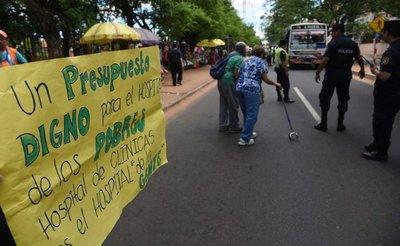 Sindicato de Clínicas inició huelga