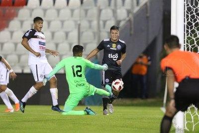 El línea Ojeda explicó la anulación del gol de Quintana