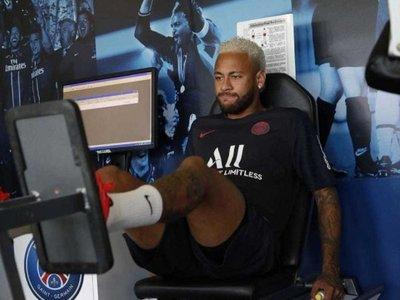 Neymar, de vuelta a la concentración del PSG, con su futuro en el aire