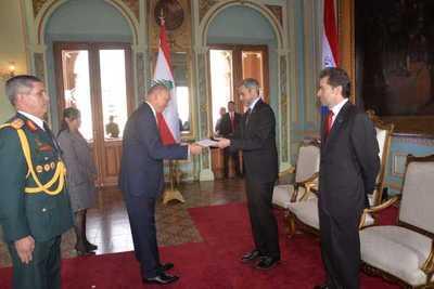 Mandatario recibió cartas credenciales de embajador de Líbano