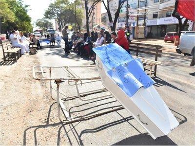 En Clínicas harán protestas hasta recibir respuestas del Gobierno