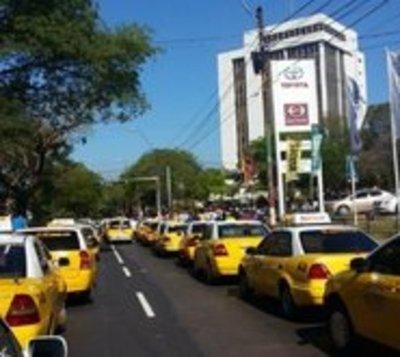 Taxistas bloquearán accesos a la capital este martes