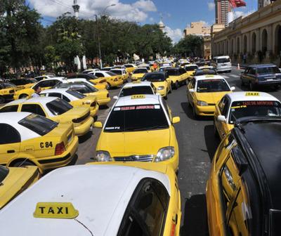 Taxistas anuncian nueva movilización para este martes