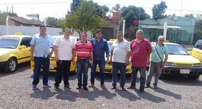 Grupo de taxistas apoyan servicios de Uber y MUV