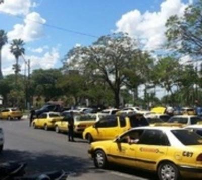 """Taxistas vs MUV y UBER: """"No es la aplicación, son los conductores"""""""