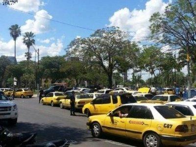 Taxistas coparán Asunción y CDE en protesta contra Uber
