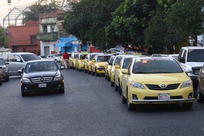 Inicia movilización de taxistas contra Uber y MUV