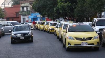 """Policía se lava las manos y deja circular a taxistas: """"Solo van a salir a recorrer"""""""