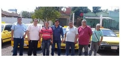 """Taxistas de parada de Mariano Roque Alonso no se acoplan a """"enjambre amarillo"""" y celebran competencia"""