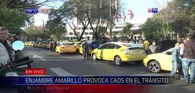 Taxistas se movilizan contra Uber y Muv en Asunción