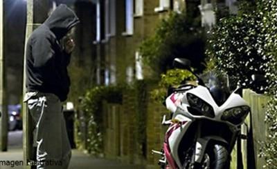Robó motocicleta de su hermano y quedó detenido