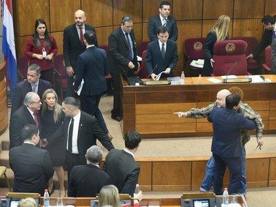 Incidentes en el Senado impiden juramento de Torres Kirmser