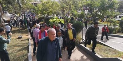 HOY / Mario Ferreiro se reúne con taxistas para negociar e intentar destrabar crisis