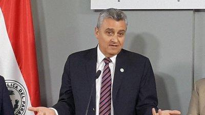 """Ministro espera """"invitación"""" para ser interpelado y sugiere que si se da va a """"pechear"""" por más presupuesto a policía"""
