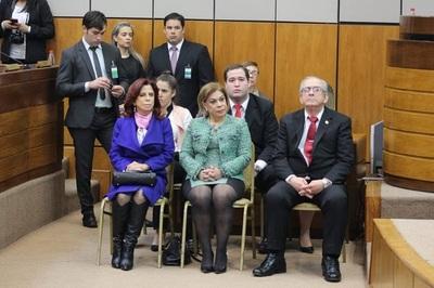 Ministra responde a Payo y reconoce su afición a las cirugías estéticas