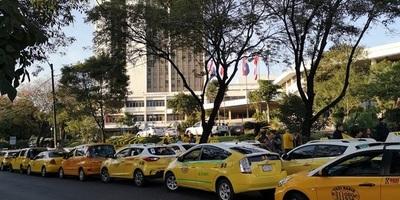 Taxistas levantan medida tras reunión con Mario Ferreiro