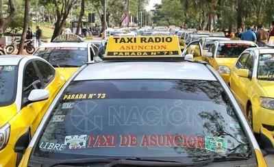 """HOY / Impreciso acuerdo: taxistas levantan medida por ahora y harán """"caza' de Uber y Muv"""