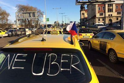 Chofer de Uber agredido por taxistas dice que la PMT se hizo de la vista gorda