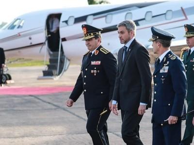 Mario Abdo viajó a la Argentina para participar de Cumbre del Mercosur