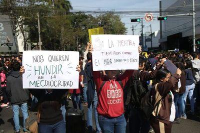 Estudiantes anuncian nueva movilización en reclamo de docentes calificados