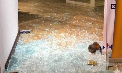 HOY / Hinchas atacan tienda en Luque y roban celulares por G. 30 millones